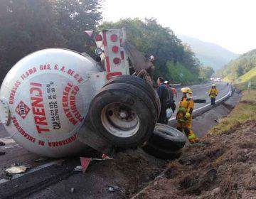 Carambola en Huauchinango, Puebla deja dos unidades consumidas por el fuego