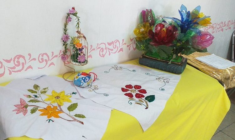 Apoya DIF Municipal de Jesús María a adultos mayores con venta de artesanías