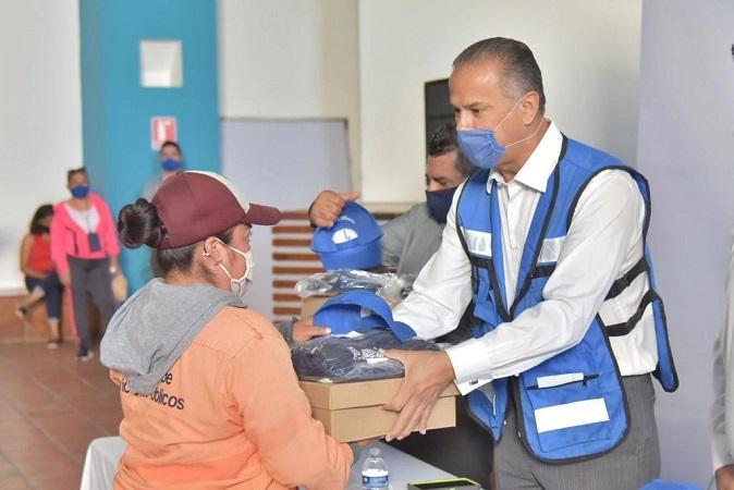 Entregan nuevos uniformes a personal de servicios públicos de Jesús María
