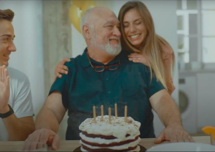 Del cumpleaños a la sala de urgencias: la campaña que advierte sobre las reuniones familiares en España