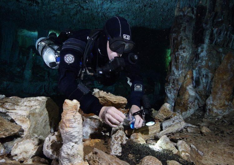 Hallan minas de ocre de 12,000 años de antigüedad en cuevas subacuáticas de Yucatán
