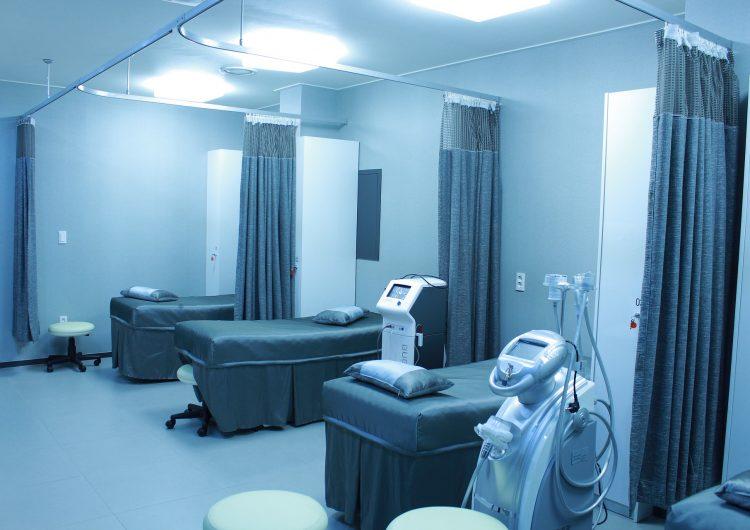 Suben contagios, aumenta trabajo en hospitales y falta personal médico por licencias especiales
