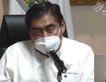 """Miguel Barbosa llama a resistir hasta septiembre; """"se habla de una pronta vacuna"""""""