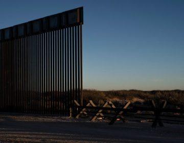 Nativos americanos bloquean la construcción del muro para proteger cementerios ancestrales