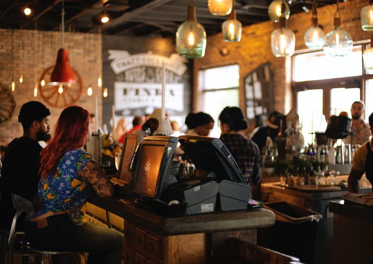 Extienden permiso a restaurantes y comercios para trabajar fin de semana