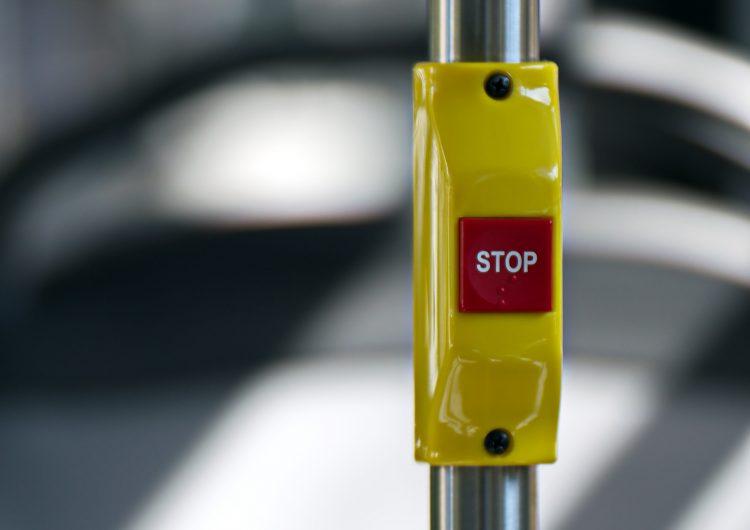 Ponen botón de pánico en transporte público