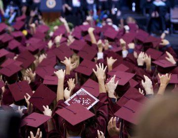 Confirman 19 casos de COVID-19 entre estudiantes que acudieron a una fiesta de graduación