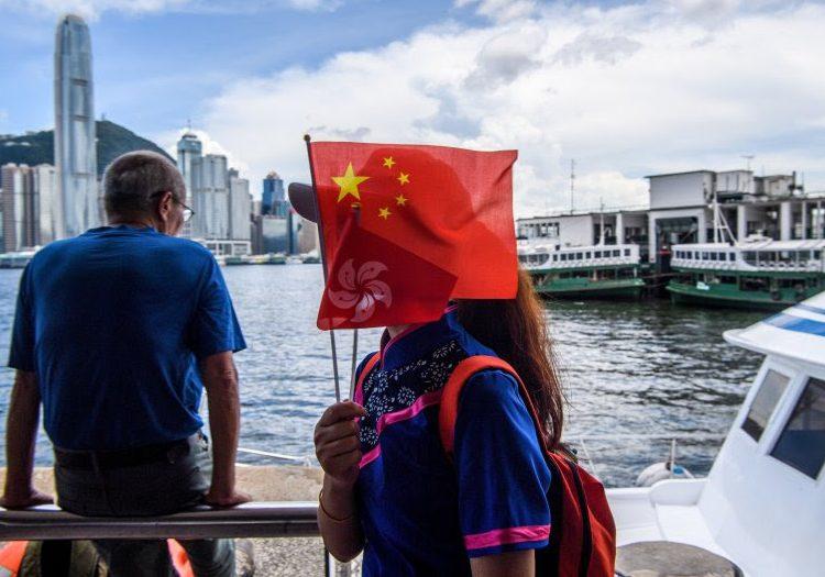 Exclusiva: Un sondeo muestra que más residentes de Hong Kong dicen que EU es una amenaza más grande que China