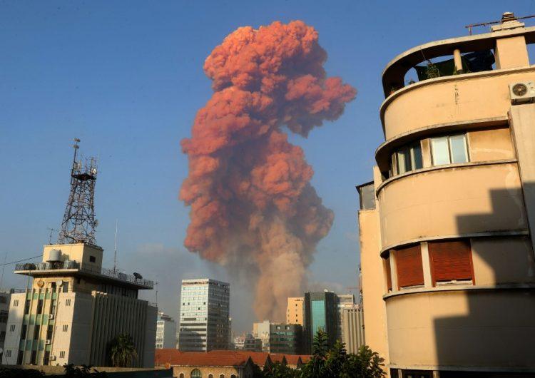 Una fuerte explosión en el puerto de Beirut deja miles de heridos
