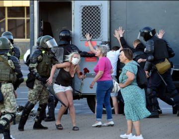 """Protestas tras la reelección del presidente de Bielorrusia; la UE denuncia que no fue """"ni libre ni justa"""""""