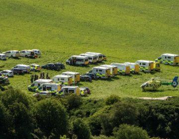 """Tren descarrila en Escocia en un """"incidente extremadamente grave""""; reportan personas heridas"""