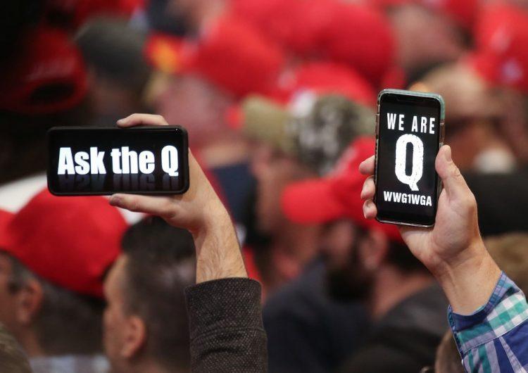 Facebook borra cuentas vinculadas con un movimiento de teorías de la conspiración de partidarios de Trump