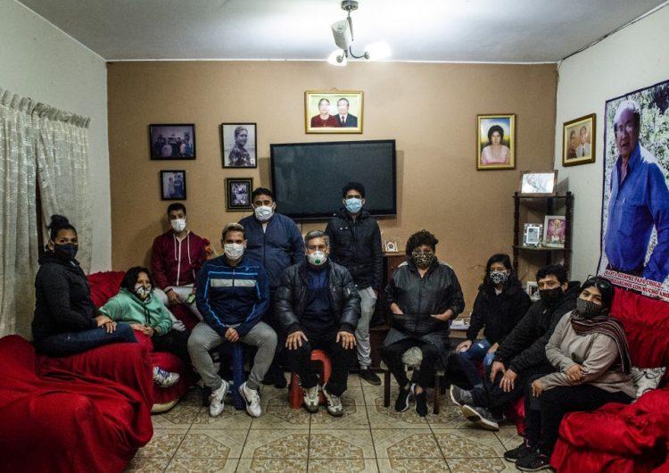 """""""No sabemos cómo llegó el virus"""": COVID mata a cinco miembros de una familia peruana"""