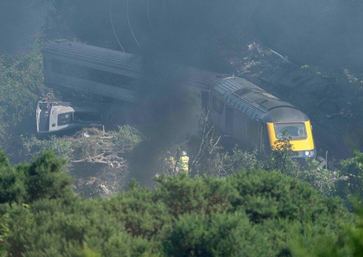 Lo que sabemos del descarrilamiento de un tren en Escocia que dejó tres muertos y seis heridos