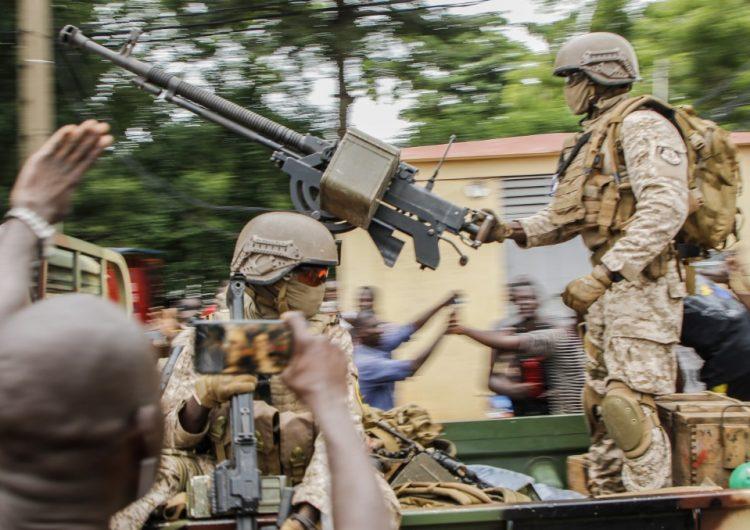 Militares perpetran golpe de Estado en Malí; la comunidad internacional condena el hecho
