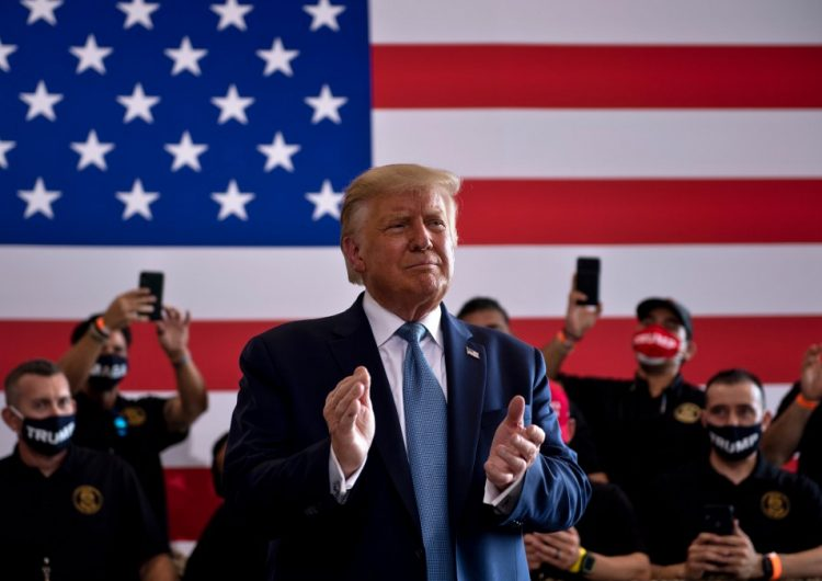 Trump quiere imponer una cuota a los coches que cruzan la frontera para pagar el muro