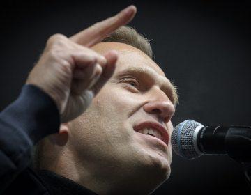 """El opositor ruso Alexéi Navalni muestra """"alguna mejoría"""" en estado de salud, afirman médicos"""