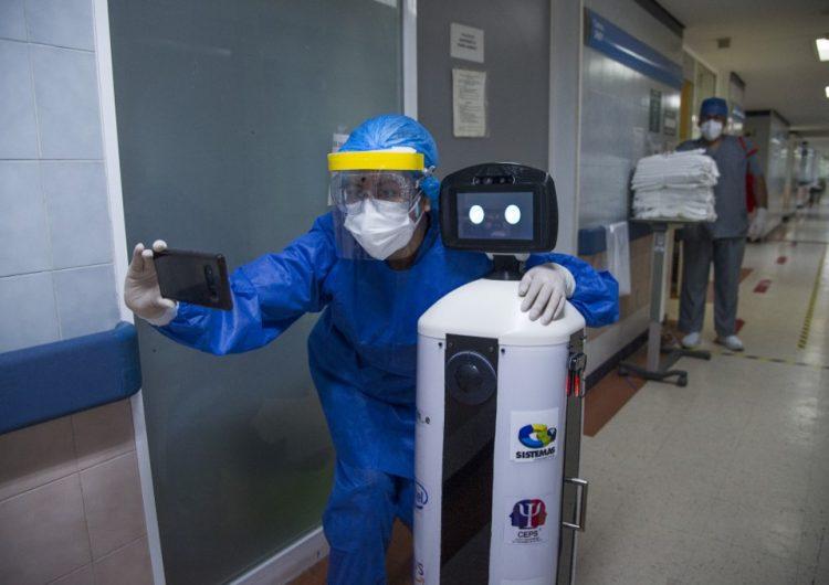 Esta es LaLuchy Robotina, el robot mexicano que anima a los enfermos de COVID-19