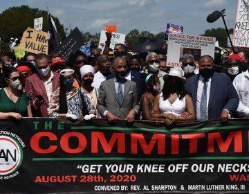 """""""Quítennos la rodilla de encima"""",  la multitudinaria marcha contra el racismo en Washington"""