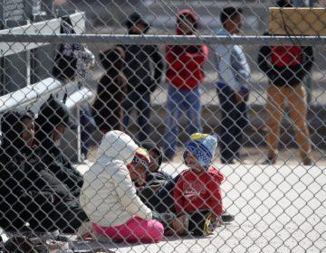 Funcionarios de Trump votaron a favor de la separación de familias migrantes