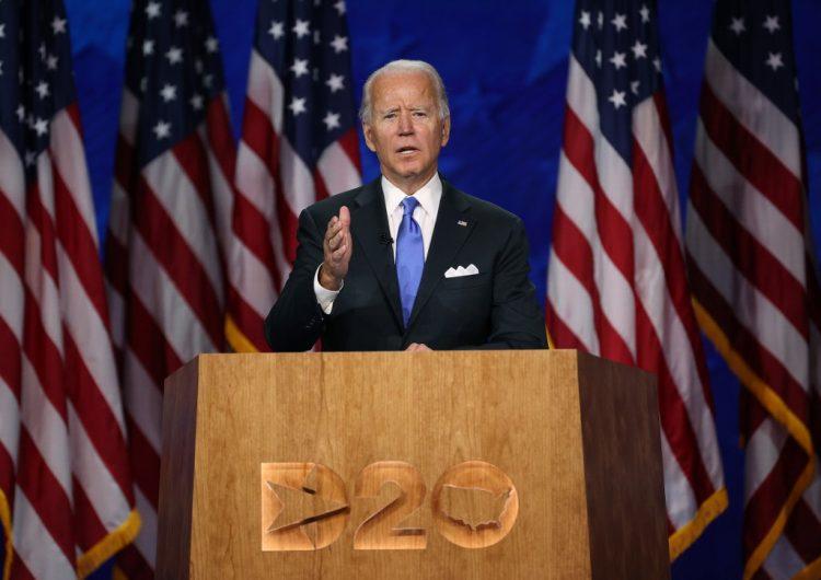 """""""Unidos vamos a vencer esta temporada de oscuridad"""": Joe Biden acepta la candidatura demócrata"""