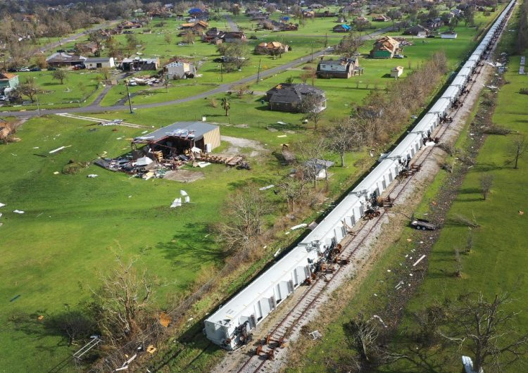 14 muertos tras el paso del huracán Laura en Estados Unidos