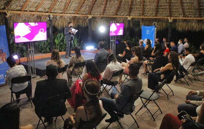 Premian a ganadores de certamen Soy Joven TV Awards en Jesús María