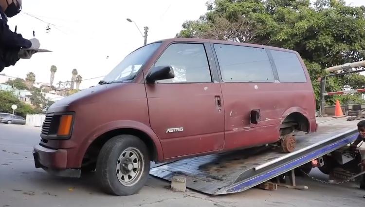 Hay más de 3 mil 500 vehículos abandonados en Tijuana; Ayuntamiento anuncia que los va a remolcar