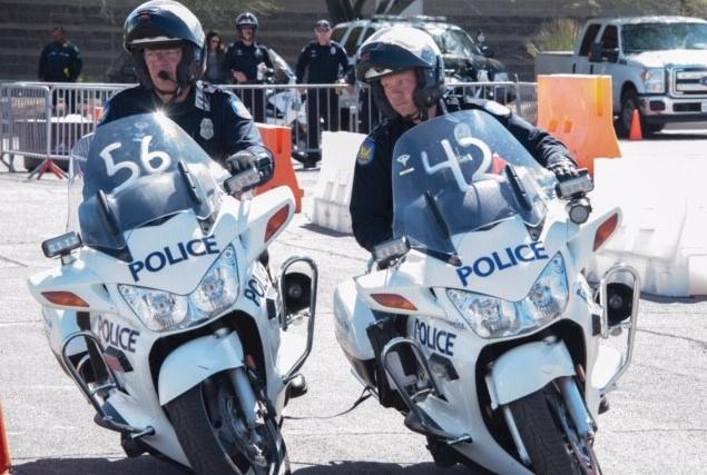 Policía de Phoenix sujeta a sospechoso sobre asfalto caliente casi seis minutos antes de morir
