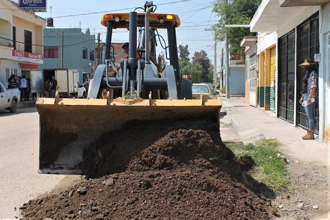 Anuncian rehabilitación de calle en Col. Chicahuales en Jesús María