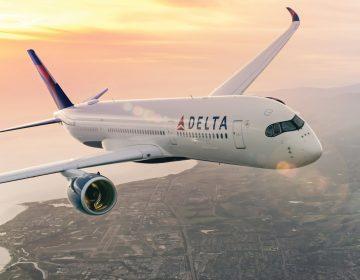 Aerolínea veta de sus vuelos a 240 pasajeros por negarse a usar cubrebocas