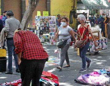 Ambulantes se burlan del Decreto de Barbosa, se instalan en domingo