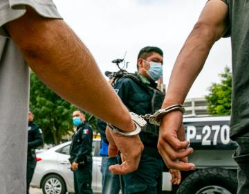 Detiene policía de Tijuana a 200 personas a diario en la garita de San Ysidro