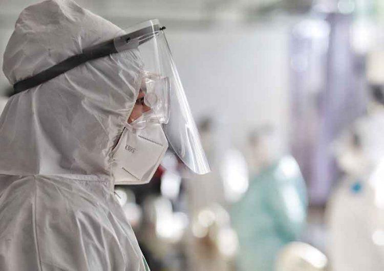 Casi mil 500 médicos han sido contratados para atender pacientes Covid