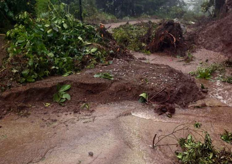 Deslaves y afectaciones  por  lluvias en 350 viviendas en Puebla