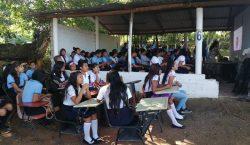 Aislados y sin internet: jóvenes padecen exclusión escolar durante la…