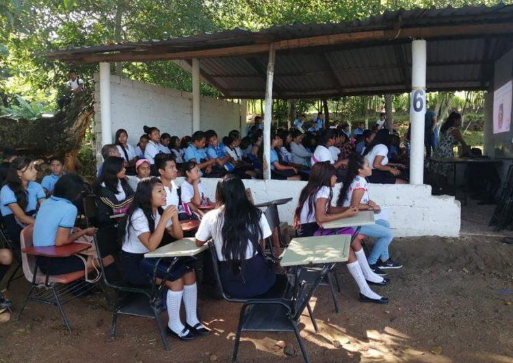 Aislados y sin internet: jóvenes padecen exclusión escolar durante la epidemia