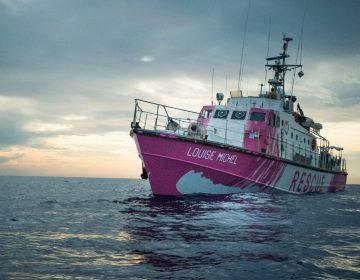 Banksy financia un barco para rescatar refugiados en el Mediterráneo