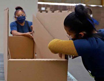 Empresa poblana incursiona en ataúdes de cartón; económicos y aguantadores