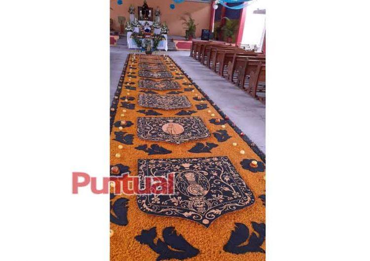 En Huaquechula, Puebla elaboran colorida alfombra hecha con frijol y maíz