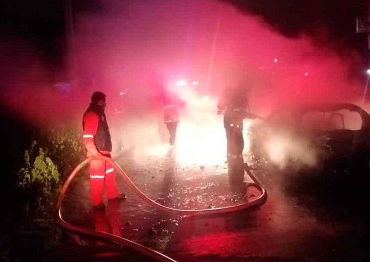 Falla eléctrica provoca incendio de auto en Huejotzingo