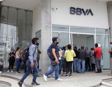 Filas interminables en BBVA Bancomer Puebla durante pandemia