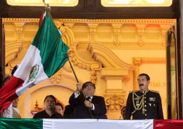 Grito de Independencia en el zócalo de Puebla, con pocas personas