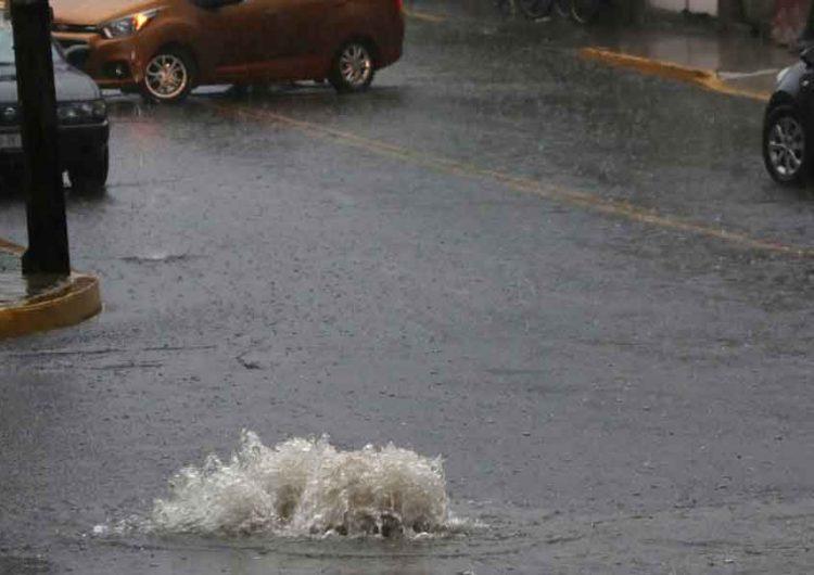 Intensa lluvia revienta tuberías  de Puebla capital