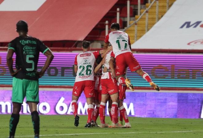 Vence Necaxa a Santos y liga cuatro juegos sin perder