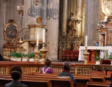 Primera misa en Catedral de Puebla con cubrebocas y caretas