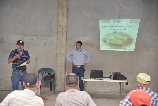 Imparten taller de control de plagas a agroproductores de Jesús María