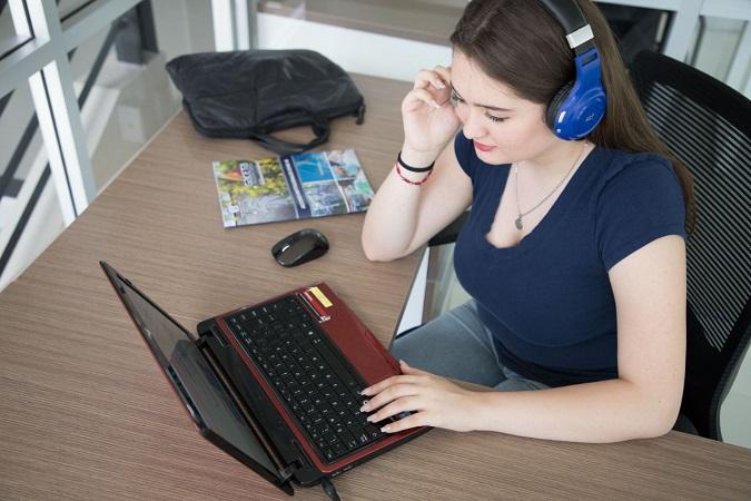 Retoma la UAA clases en línea para 20 mil estudiantes