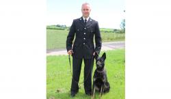 En su primer día de trabajo como policía, perro encuentra…