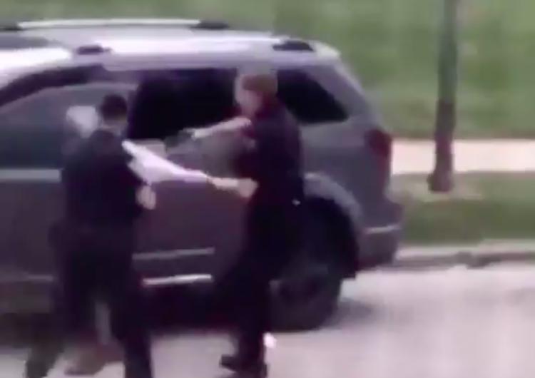 Policía le dispara por la espalda a un hombre negro en Wisconsin y desata ola de indignación
